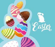 Satz dekorierte Ostereier mit Süßigkeiten