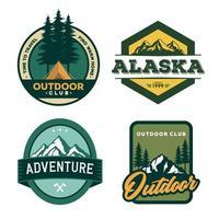 Outdoor-Abenteuer-Abzeichen gesetzt vektor