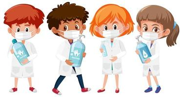 Satz Kinder im Arzt-Outfit Händedesinfektionsmittel halten