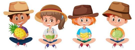 Satz verschiedene Kinder, die Frucht lokalisiert auf weißem Hintergrund halten