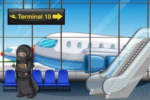 muslimsk flicka vid flygplatsterminalen