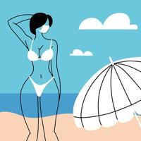 Frau am Strand trägt Gesichtsmaske