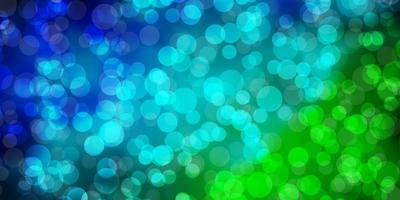 hellblaue und grüne Textur mit Kreisen.