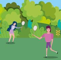 junges Paar, das draußen Tennis spielt vektor