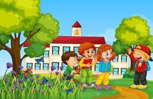 glada barn framför skolan