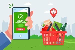 Hand mit Smartphone für Bestellung auf App bezahlen
