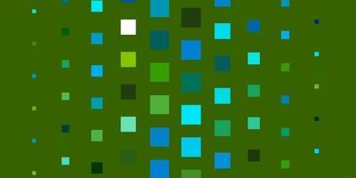 blaues und grünes Layout mit Quadraten.