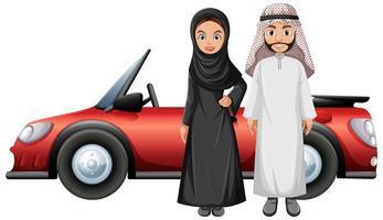 arabiska par framför bilen