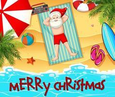 Weihnachtsmann, der Sonnenbad am Strand mit Sommerelement und frohe Weihnachtsschrift nimmt