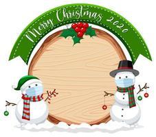 leeres Holzbrett mit Frohe Weihnachten 2020 Schriftlogo und Schneemann tragende Maske vektor