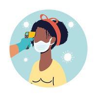 Überprüfen Sie die Temperatur mit einem Laserthermometer für eine Afro-Patientin vektor