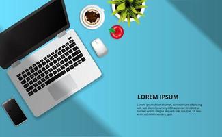 Laptop, Apfel, Tasse Kaffee auf dem Schreibtisch
