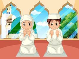 arabischer muslimischer Junge und Mädchen, die in traditioneller Kleidung im Moscheehintergrund beten