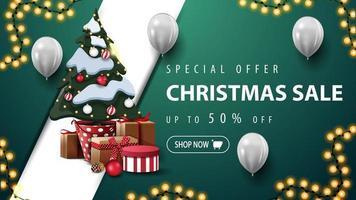 Rabatt-Banner mit Girlande, Luftballons und Weihnachtsbaum