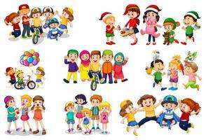 Set von verschiedenen Kindern, die mit ihren Spielsachen spielen