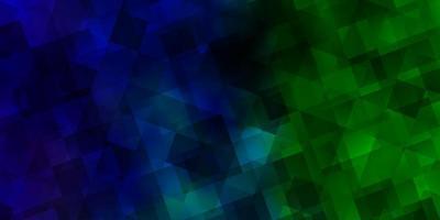 hellblauer, grüner Vektorhintergrund mit polygonalem Stil.