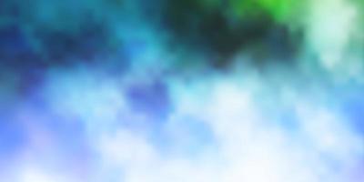 hellblaues, grünes Vektormuster mit Wolken. vektor