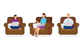 Leute sitzen auf Sofas mit Laptops vektor
