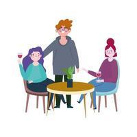sozial distanzierendes Restaurant oder ein Café, glückliche Menschen, die Abstand zum Tisch halten, Covid 19 Coronavirus, neues normales Leben