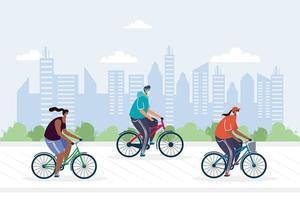 ungdomar som cyklar bär medicinska masker i staden