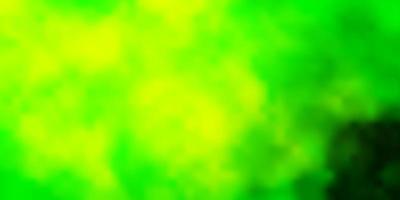 ljusgrön, gul vektorbakgrund med moln. vektor