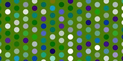 hellblauer, grüner Vektorhintergrund mit Flecken.