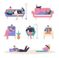 människor som sitter bekvämt i soffan och tittar på telefoner. vektor