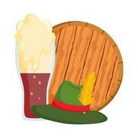 oktoberfest, hut und kaltes bier im holzfass, traditionelles deutschfest