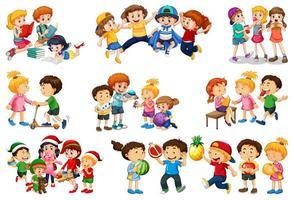 Satz von verschiedenen Kindern, die mit ihrem Spielzeugkarikaturcharakter lokalisiert auf weißem Hintergrund spielen