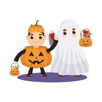 små barn i halloween-dräkter