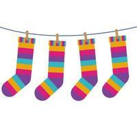 Socken mit farbigen Streifen hängen an der Linie vektor