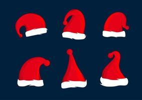 Satz rote Hüte des Weihnachtsmanns. Weihnachtsmütze Dekoration. Vektor-Illustration Design.