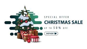 Sonderangebot, Weihnachtsverkauf, bis zu 50 Rabatt, weißes minimalistisches Banner mit grüner abstrakter flüssiger Form und Weihnachtsbaum in einem Topf mit Geschenken