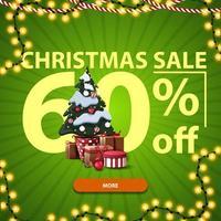 Weihnachtsverkauf, bis zu 60 Rabatt, grünes Rabatt-Banner mit großen Zahlen, Knopf, Girlande und Weihnachtsbaum in einem Topf mit Geschenken