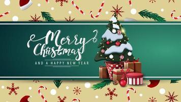 Frohe Weihnachten und ein gutes neues Jahr, schöne Postkarte mit grünem horizontalen Band, Weihnachtsbeschaffenheit auf Hintergrund und Weihnachtsbaum in einem Topf mit Geschenken