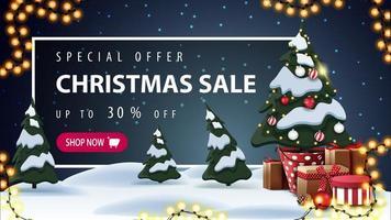 Sonderangebot, Weihnachtsverkauf, bis zu 30 Rabatt, schönes Rabatt-Banner mit Cartoon-Winterlandschaft auf Hintergrund, Girlande, Weihnachtsbaum in einem Topf mit Geschenken und weißem Rahmen mit Angebot hinter den Schneeverwehungen