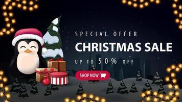 Sonderangebot, Weihnachtsverkauf, bis zu 30 Rabatt, schönes Rabatt-Banner mit Nacht Winterlandschaft, Silhouette Stadt auf horizontal und Pinguin in Weihnachtsmann Hut mit Geschenken