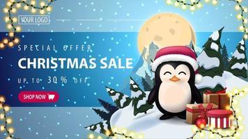 Sonderangebot, Weihnachtsverkauf, bis zu 30 Rabatt, horizontales Rabatt-Web-Banner mit Sternenhimmel, Vollmond, Berg und Pinguin in Weihnachtsmannhut mit Geschenken