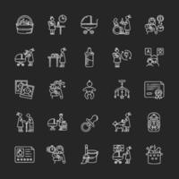 Babysitter Service Kreide weiße Symbole auf schwarzem Hintergrund eingestellt. Kinderbetreuung. Hilfe mit Kindern. Vollzeit Kindermädchen für Neugeborene. Mutterschaft, Elternschaft. isolierte Vektortafelillustrationen