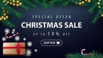 Sonderangebot, Weihnachtsverkauf, bis zu 50 Rabatt, blaues Rabattbanner mit Girlande, Weihnachtsbaum, Geschenk, Papierschneeflocken und Bonbondose, Draufsicht vektor