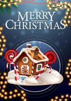 Frohe Weihnachten, vertikale blaue Postkarte mit Girlande und Weihnachtslebkuchenhaus