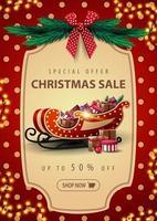 Sonderangebot, Weihnachtsverkauf, bis zu 50 Rabatt, schöne Rabatt-Banner mit Girlande, rote Tupfen Textur auf Hintergrund, Vintage-Rahmen, Weihnachtsbaumzweige, rote Schleife und Santa Schlitten mit Geschenk