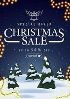 specialerbjudande, julförsäljning, upp till 50 rabatt, vertikal blå rabattbanner med vinterlandskap på bakgrund vektor