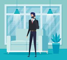 Geschäftsmannarbeiter, der mit Smartphone im Wohnzimmer anruft