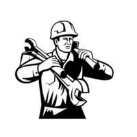 hantverkare eller byggare som bär hjälm med nyckel och spade retro svartvitt vektor