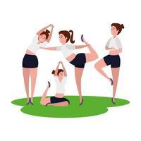 Schönheitsmädchengruppe, die Pilates im Gras übt