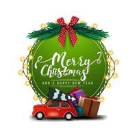 god jul och gott nytt år, rund grönt gratulationskort med vackra bokstäver, krans, julgranfilialer och röd veteranbil som bär julgran isolerad på vit bakgrund