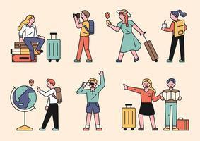 människor som gör sightseeing med resväskor.