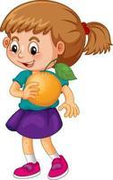 ein Mädchen, das eine orange Fruchtkarikaturfigur lokalisiert auf weißem Hintergrund hält vektor