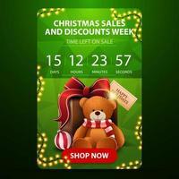 Weihnachtsverkauf und Rabattwoche, grünes vertikales Banner mit Countdown-Timer, polygonale Textur und Geschenk mit Teddybär vektor